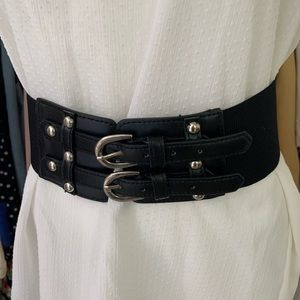 Black elastic belt metal buckle scuffed